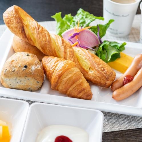 毎朝ホテルで焼き上げる薫り高い焼き立てパン