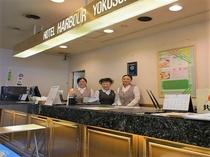 フロントは24時間営業しておりますので、深夜の到着や早朝の出発でもご安心ください。