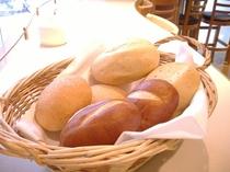 朝食のパンはお代わり自由