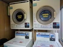 コインランドリー2機(洗濯1回300円・乾燥1回100円)