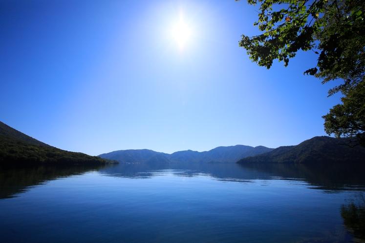 """春夏秋冬""""どの季節でも美しい""""中禅寺湖の眺め"""