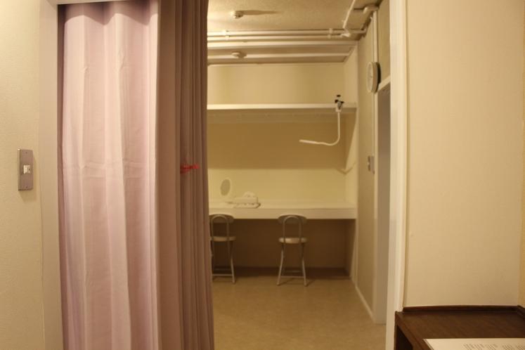 女性ドミトリー4人部屋02号室手前