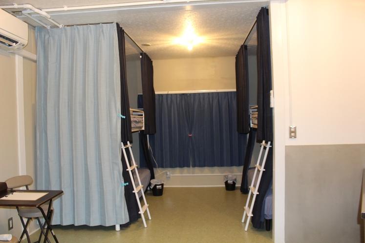 男性ドミトリー4人部屋03号室