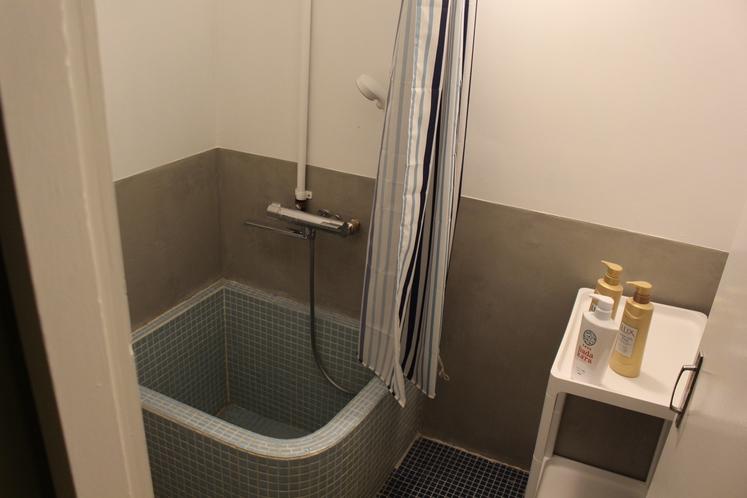 男性ドミトリー共用シャワールーム