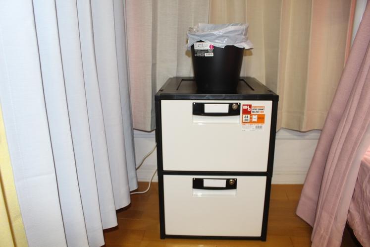 女性ドミトリー8人部屋01号室簡易ロッカー