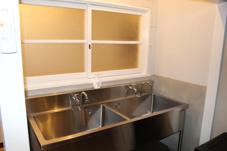 男性ドミトリー4人部屋04号室洗面台