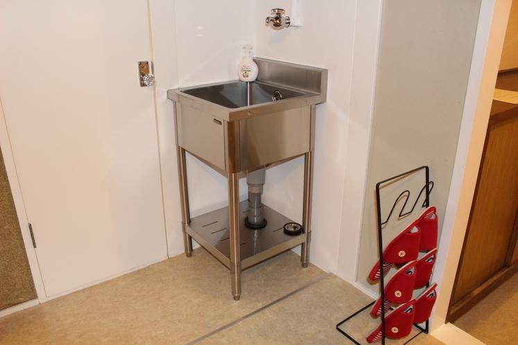 女性ドミトリー4人部屋02号室共用洗面台