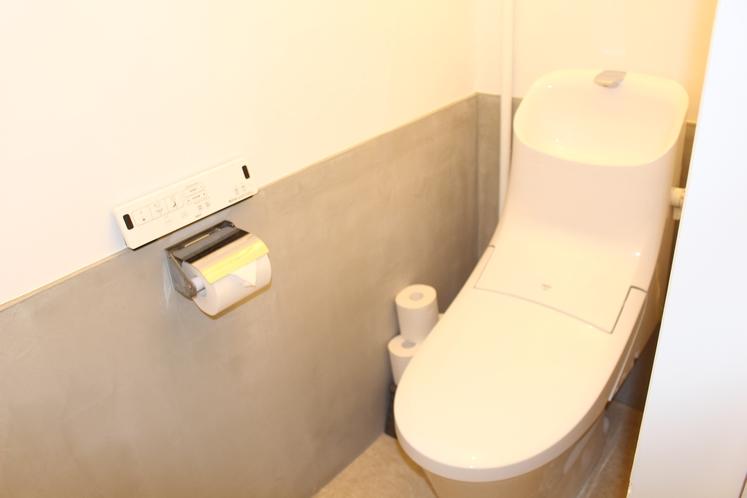 男性ドミトリー共用洋式トイレ