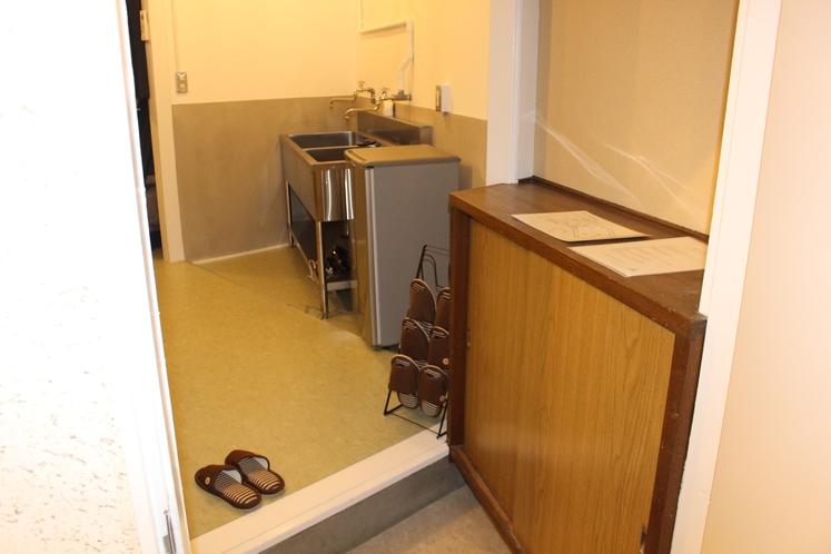 男性ドミトリー4人部屋03号室靴置き場