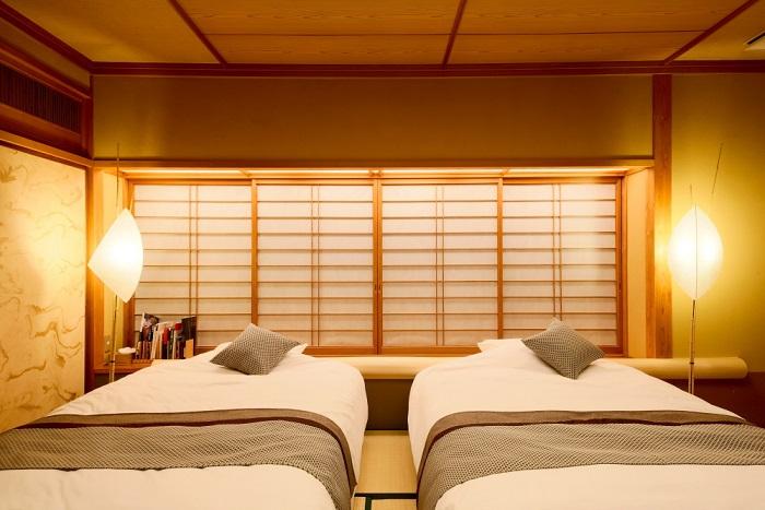 露天風呂付き客室 「椿」(ベッド 真横)
