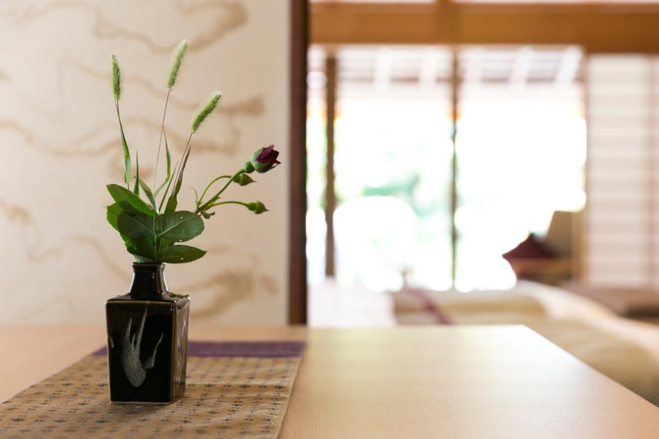 露天風呂付き客室 花瓶(よこ)