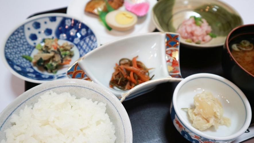 *【朝食一例】白米はもちろん岩手産!温かいうちに炊き立てごはんを召し上がれc