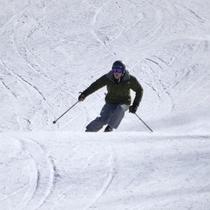 ウィンターシーズンはスキー・スノボを満喫!(画像はイメージです)