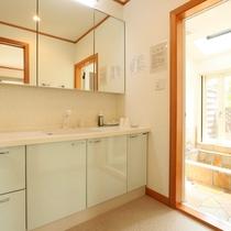 1Fツイン洗面所◆清潔感ある広めの造りです
