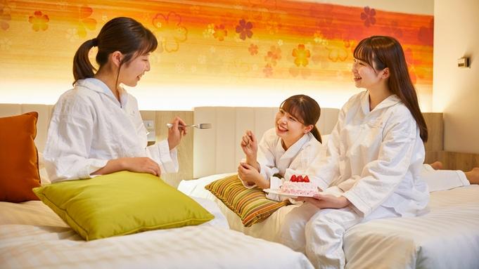 【パジャマパーティ×特別フロア】バラの花束をイメージしたデコレーションケーキ&朝食付《入園保証なし》