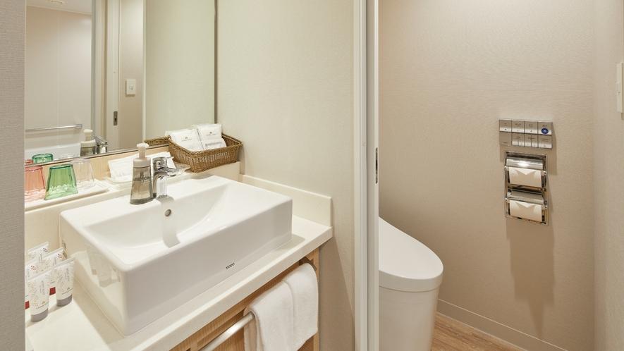 〇「レインボースーペリアルーム」のお手洗いと独立洗面台(一例)