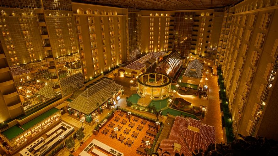 〇夜のホテル3階アトリウムロビー全景(イメージ)