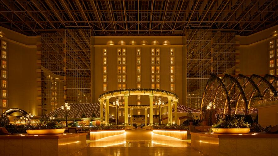 〇夜のホテル3階アトリウムロビー(イメージ)