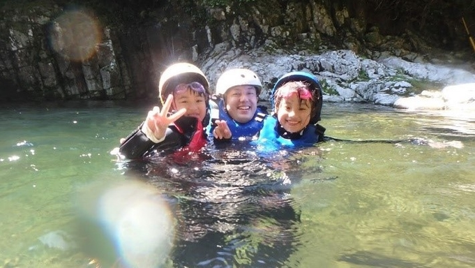 家族と!仲間と!…川に遊ばれる! 「北山川支流キャニオニング体験付宿泊パック」(2食付き)