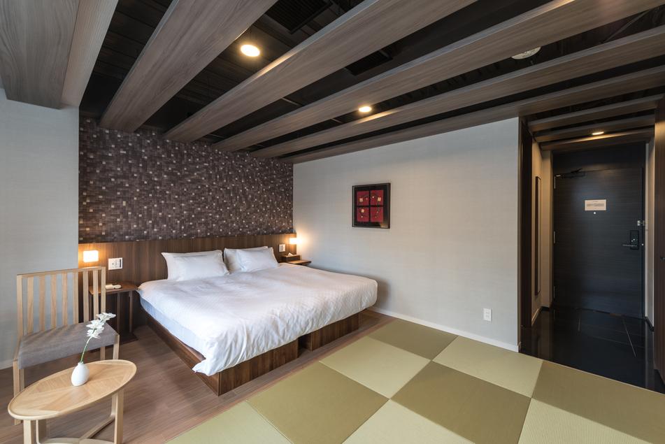 【スーペリアダブルルーム】ベッド 幅 180cm x 長 195cm