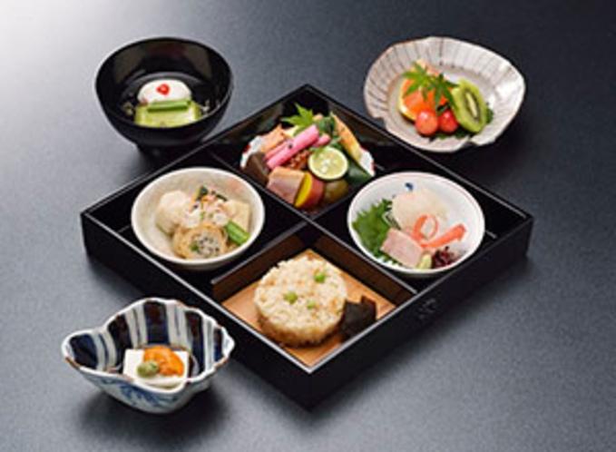 「西陣魚新(うおしん)」の西陣弁当