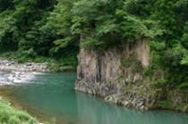 露天風呂から望める庄川