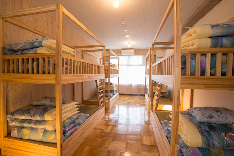 2段ベッド客室(8名定員)