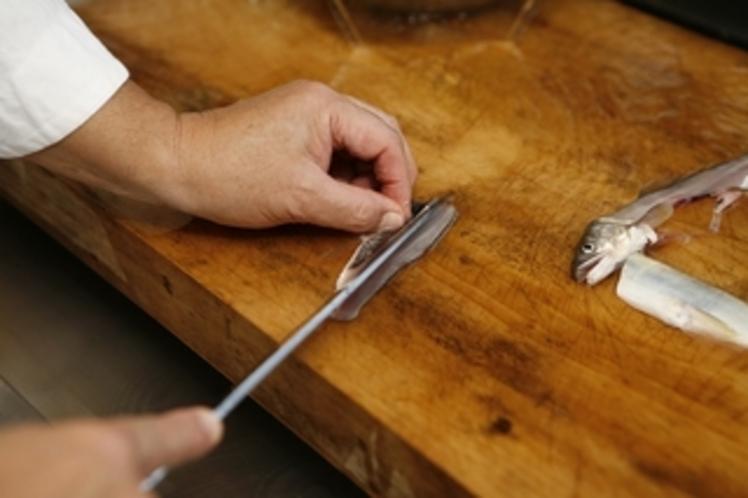 鮎、岩魚の洗いのさばき和食の達人熟練の技をお楽しみください。