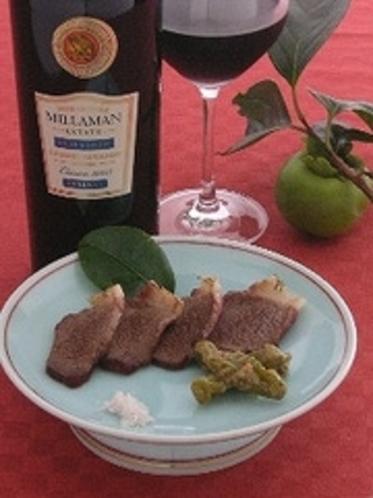 猪の味がダイレクトに感じる(別注)猪肉のあぶり、ワインに合わせてご堪能ください