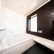 【ヴィラ】旅の疲れをゆっくり癒していただける広々としたバスルーム。