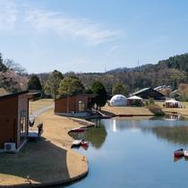 プライベートデッキからいつでもお好きな時に専用カヌーで池を回遊することができます。
