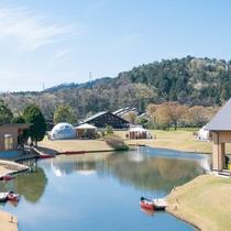 全室、池に専用カヌーをご用意。池の噴水や鳥だけでなく、初夏はホタルの姿を見ることができます。
