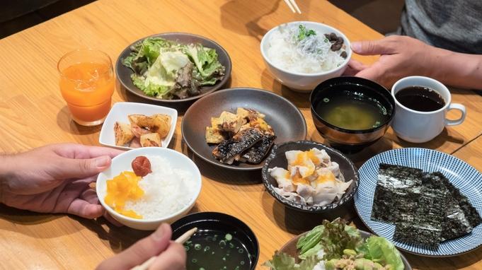 ◆夕食はお弁当・朝食はホテルのバイキングの2食付き!A弁当〜日替わりのおかず一品のお弁当◆