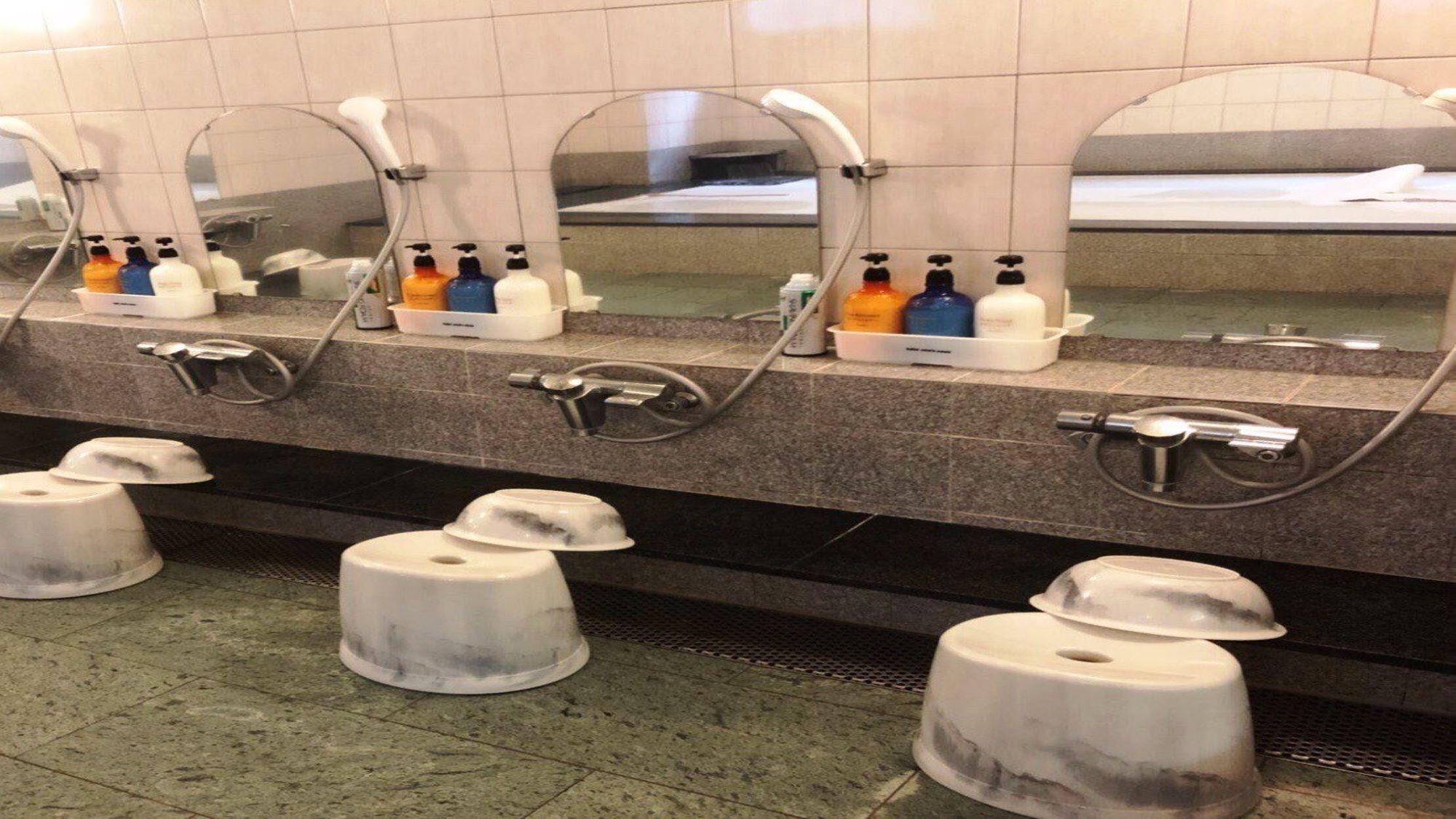 大浴場☆ 備え付けのシャンプー・リンス・ボディソープがございます。