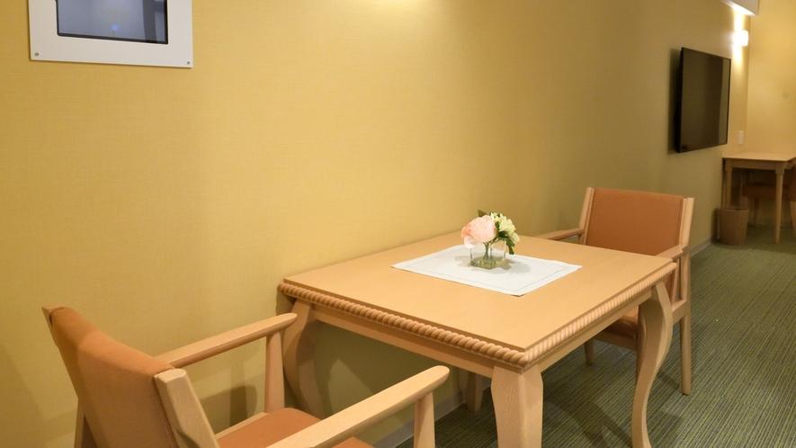スーペリアツイン ダイニングテーブル