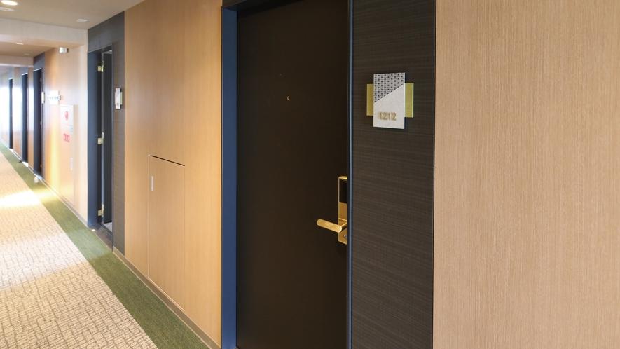 【客室ドア】