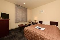 シングルルームは14平米の広い空間に120CMベッドでゆっくりお寛ぎ下さい♪