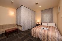 ダブルルームは広めの18平米に140CMベッド!贅沢な旅行に♪