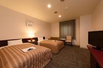ツインルームは20平米の広い空間に120CMベッドを2台ご用意しております。