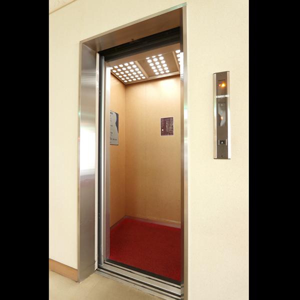 館内に1機エレベータが御座います。