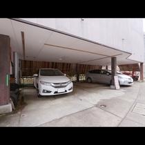 駐車場完備!最大6台まで停められます。