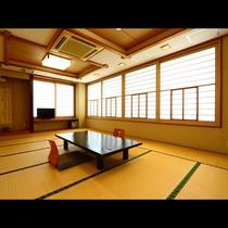 湯本川に面した当館で一番広々とした和室18畳のお部屋です。