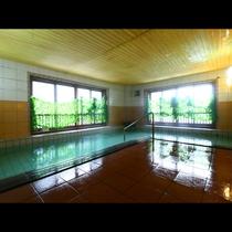 広々とした女湯です。「美肌の湯」と名高い、松之山温泉をお楽しみください。