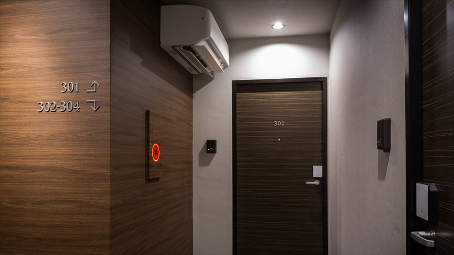 各階フロアに換気機能付きエアコンを導入しております。