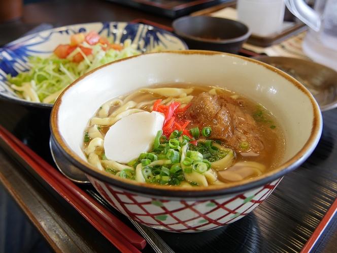 沖縄そば【メニュー例】周辺は飲食店が集まるエリア