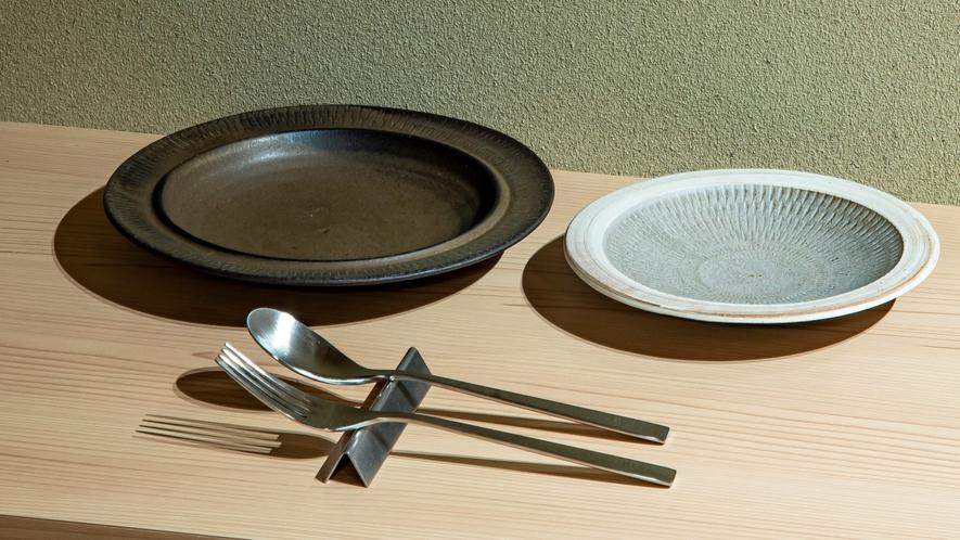 ■小石原焼のお皿とカトラリー