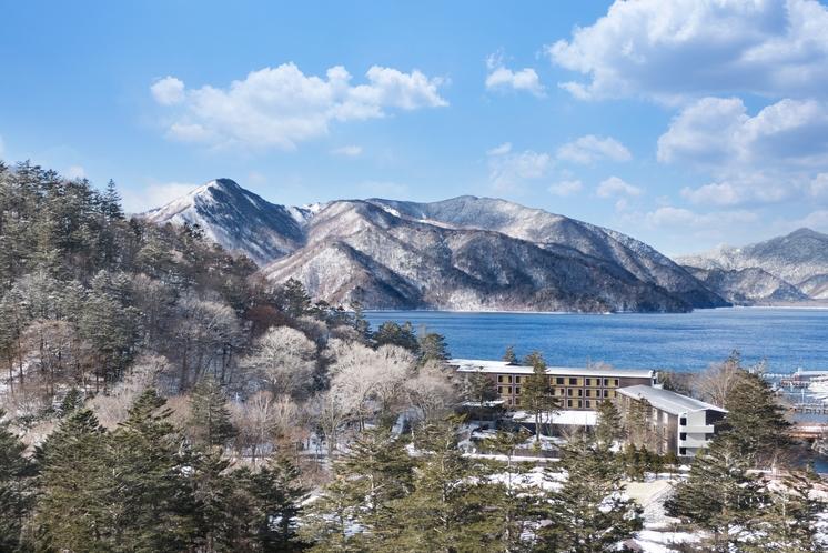 冬の大自然に囲まれた邸宅