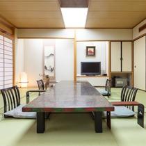 *【高階層のお部屋】道路側/純和風客室でゆったりお寛ぎいただけます。