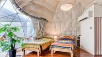 *【和洋室一例】こたつでくつろげる和洋室はツインベッドと布団3組で最大5名様まで宿泊可能