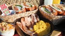 *【朝食一例】朝採れ野菜の自家製サンドウィッチやヨーグルトなど、洋朝食を各テントで